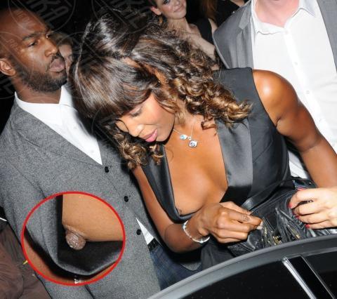 Naomi Campbell - Londra - 16-09-2011 - Quando i vestiti non fanno il loro dovere la gaffe è assicurata