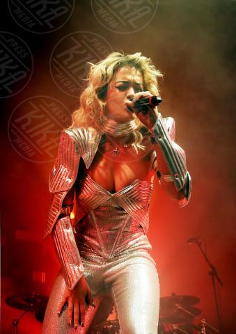 Rita Ora - Los Angeles - 30-01-2013 - Rihanna & Co.: quando le star vanno fuori di seno
