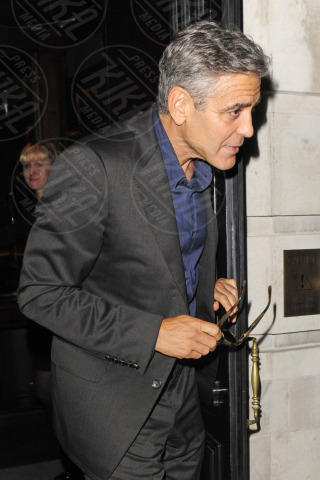 George Clooney - Londra - 25-10-2013 - Clooney playboy: a Londra in dolce compagnia senza la Jakisic