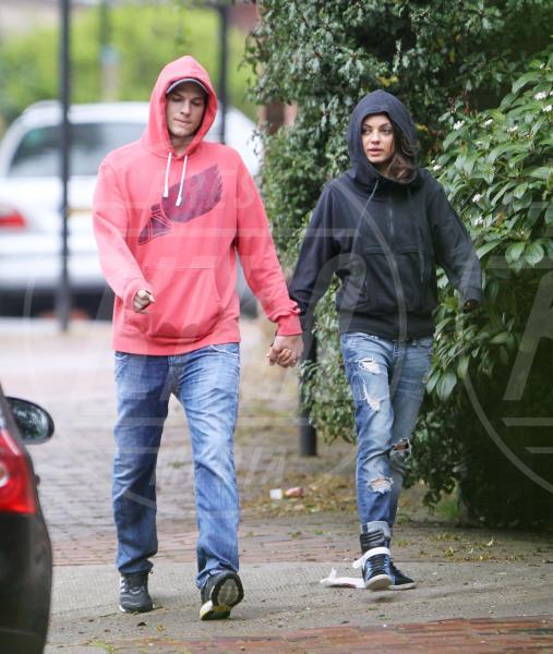 Mila Kunis, Ashton Kutcher - Londra - 12-05-2013 - Non solo divorzi, in arrivo una cascata di fiori d'arancio