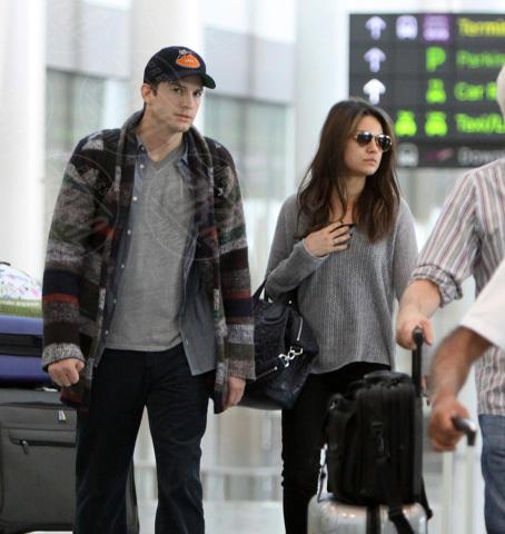 Mila Kunis, Ashton Kutcher - Toronto - 28-09-2013 - Non solo divorzi, in arrivo una cascata di fiori d'arancio