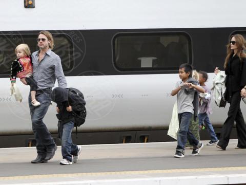 Vivienne Jolie Pitt, Shiloh Jolie Pitt, Pax, Maddox Jolie Pitt, Zahara Jolie Pitt, Angelina Jolie, Brad Pitt - Glasgow - 27-09-2013 - Non solo divorzi, in arrivo una cascata di fiori d'arancio