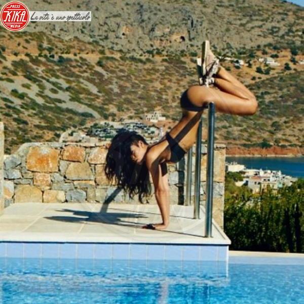 Rihanna - Los Angeles - 25-10-2013 - Dillo con un tweet: Beyonce-Rihanna, gara di sex appeal