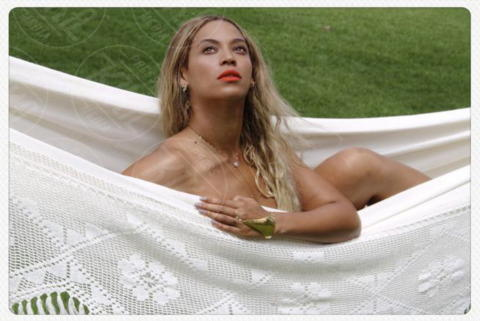 Beyonce Knowles - Los Angeles - 25-10-2013 - Dillo con un tweet: Beyonce-Rihanna, gara di sex appeal