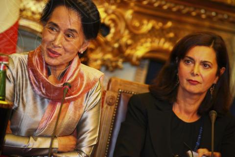 "Laura Boldrini, Aung San Suu Kyi - Roma - 28-10-2013 - Boldrini incontra San Suu Kyi: ""Un esempio per tutte le donne"""