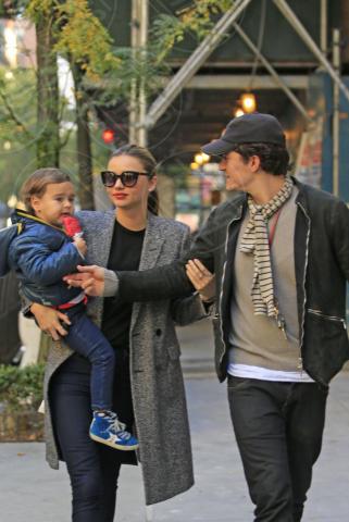 Flynn Bloom, Miranda Kerr, Orlando Bloom - New York - 26-10-2013 - Emile Hirsh la spunta su Joaquin Phoenix: sarà John Belushi
