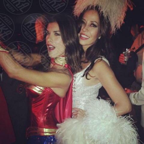 Elisabetta Canalis - Los Angeles - 28-10-2013 - Dillo con un tweet: un Halloween da Wonder Woman per la Canalis