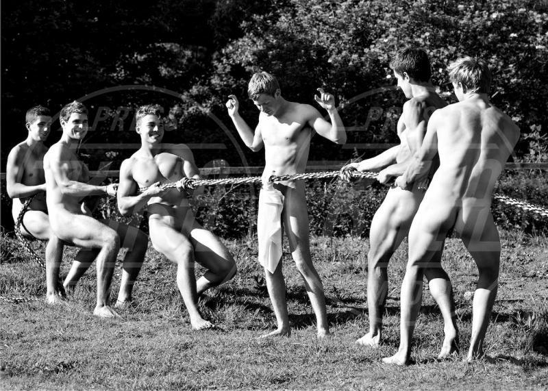 calendario, uomo nudo - 06-06-2013 - Uomini nudi per beneficenza: non vi ricorda qualcosa?