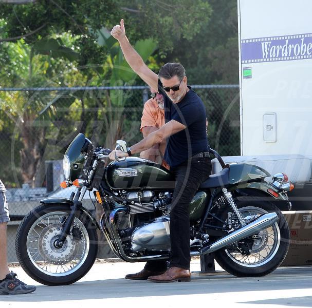 Pierce Brosnan - Los Angeles - 29-10-2013 - Primavera, tempo di sole, caldo e motociclette