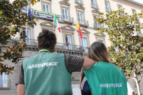 Attivisti - Napoli - 29-10-2013 - Striscione sulla facciata del Comune per Cristian D'Alessandro