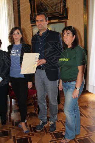 Attivisti, Luigi De Magistris - Napoli - 29-10-2013 - Striscione sulla facciata del Comune per Cristian D'Alessandro
