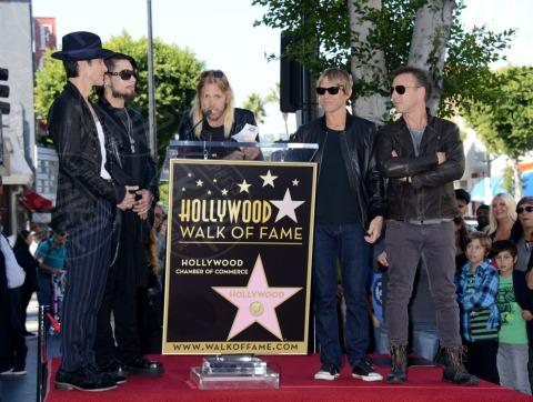 Stephen Perkins, Chris Chaney, Taylor Hawkins, Perry Farrell, Dave Navarro - Hollywood - 30-10-2013 - I Jane's Addiction ricevono la stella sulla Walk of Fame