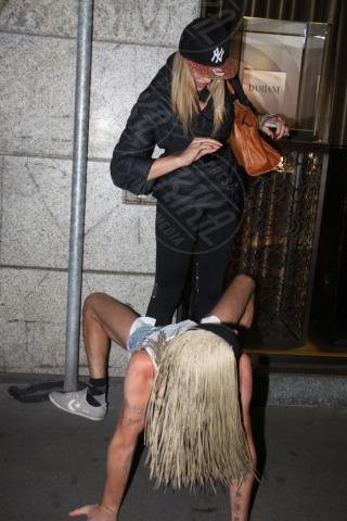 Veronica Angeloni - Milano - 01-11-2013 - Veronica Angeloni: shopping con twerkatore a Milano