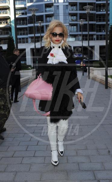 Rita Ora - Londra - 04-11-2013 - Inverno grigio? Rendilo romantico vestendoti di rosa!