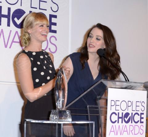 Beth Behrs, Kat Dennings - Beverly Hills - 05-11-2013 - People's Choice Awards 2014: annunciate le nomination