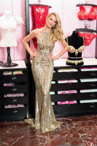 Royal Fantasy Bra, Candice Swanepoel - Manhattan - 06-11-2013 - Tanto oro per illuminare il Capodanno 2014