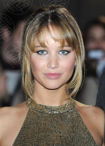 Jennifer Lawrence - Londra - 14-03-2012 - Jennifer Lawrence dà un taglio ai capelli