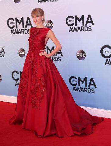 Taylor Swift - Nashville - 06-11-2013 - Il re del Capodanno? E' sempre sua maestà il rosso!
