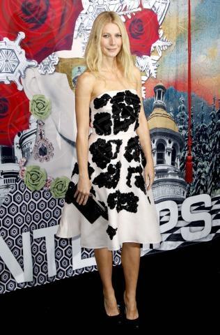 Gwyneth Paltrow - Parigi - 07-11-2013 - Bianco e nero: un classico sul tappeto rosso!