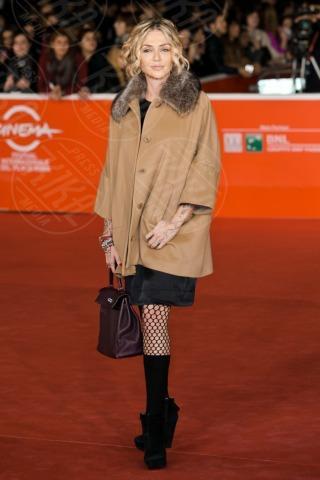 Paola Barale - Roma - 08-11-2013 - L'inverno porta in dote i colori neutrali, come il beige