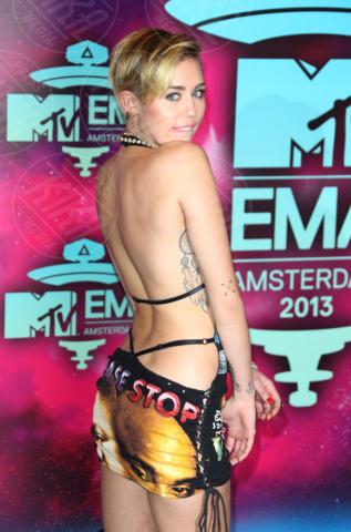 Miley Cyrus - Amsterdam - 11-11-2013 - Miley Cyrus compie 21 anni e riceve un regalo non gradito