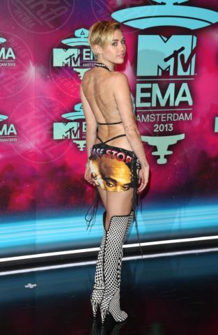 Miley Cyrus - Amsterdam - 11-11-2013 - Vade retro abito! Miley Cyrus in NY Vintage agli EMA