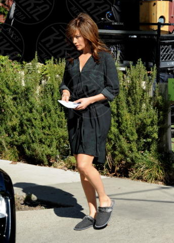 Jennifer Lopez - Los Angeles - 11-11-2013 - Celebrity con i piedi per terra: W le pantofole!