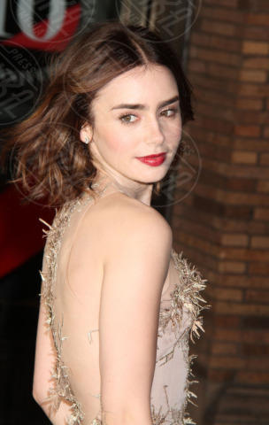 Lily Collins - New York - 11-11-2013 - Quando le celebrity ci danno un taglio… ai capelli!