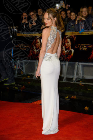 Jennifer Lawrence - Londra - 11-11-2013 - Grazie a Dior, Jennifer Lawrence è una regina sul red carpet!