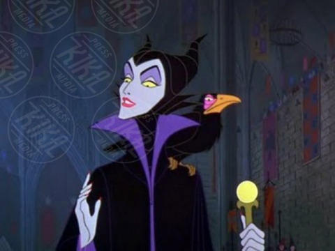 La bella Addormentata - 19-12-2014 - Angelina Jolie troneggia nel poster di Maleficent