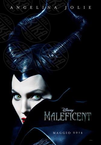 Angelina Jolie - Los Angeles - 12-11-2013 - Angelina Jolie troneggia nel poster di Maleficent