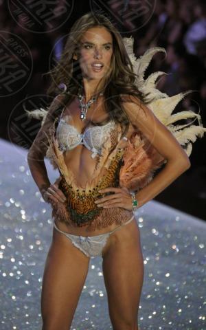 Alessandra Ambrosio - New York - 13-11-2013 - Victoria's Secret: più belli gli Angeli o... i reggiseni?