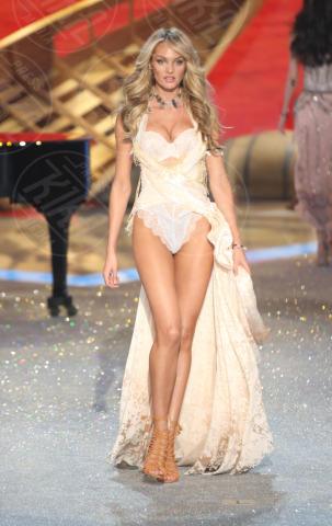 Candice Swanepoel - New York - 13-11-2013 - Candice Swanepoel in perfetta forma a un mese e mezzo dal parto