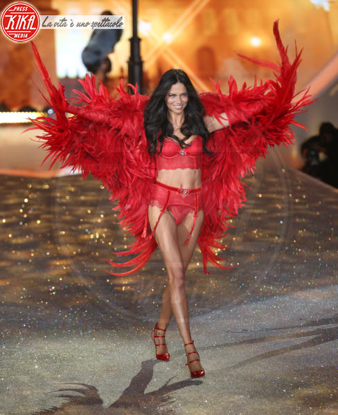 Adriana Lima - New York - 13-11-2013 - È ufficiale, il Victoria's Secret Fashion Show non si farà