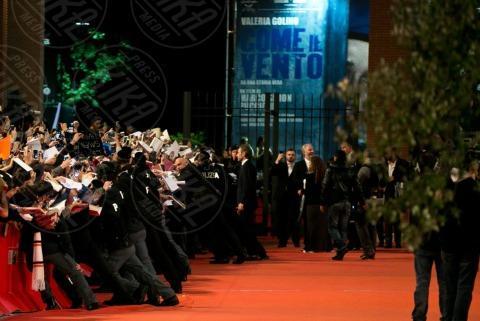 fans - Roma - 13-11-2013 - Festival di Roma: delirio per Jennifer Lawrence