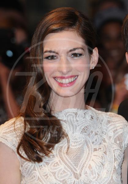 Anne Hathaway - Londra - 23-08-2011 - Quando le celebrity ci danno un taglio… ai capelli!