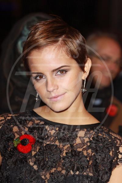 Emma Watson - Londra - 12-11-2010 - Quando le celebrity ci danno un taglio… ai capelli!