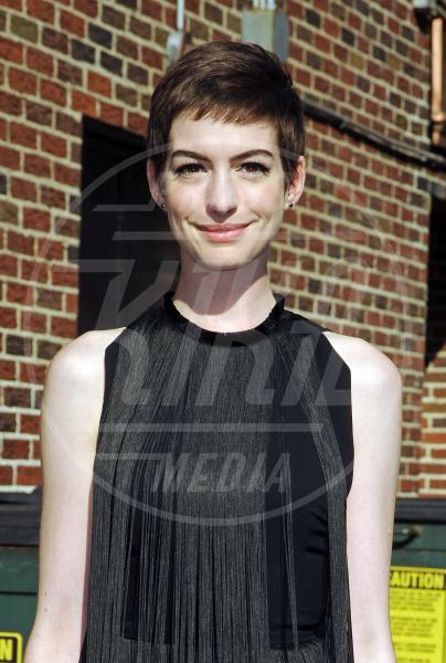 Anne Hathaway - New York - 11-07-2012 - Lungo o corto: le star fanno bene a darci un taglio?