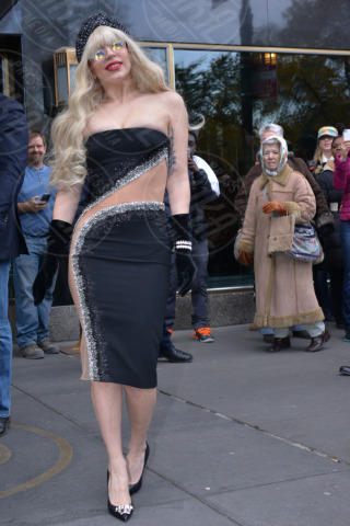 Lady Gaga - New York - 15-11-2013 - Madonna batte Gaga: è lei la musicista più ricca per Forbes