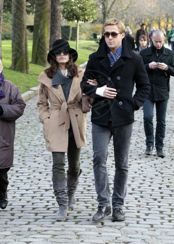 Ryan Gosling, Eva Mendes - Parigi - 26-11-2011 - Ryan Gosling torna tra le braccia di Rachel McAdams
