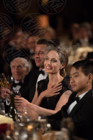 Maddox Jolie Pitt, Angelina Jolie, Brad Pitt - Hollywood - 16-11-2013 - Angelina Jolie premiata per il suo impegno umanitario