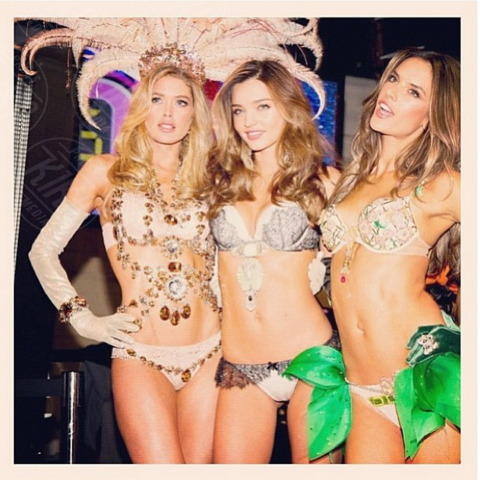 Doutzen Kroes, Miranda Kerr, Alessandra Ambrosio - 18-11-2013 - Miranda Kerr e Photoshop: troppa vanità o solo una gaffe?