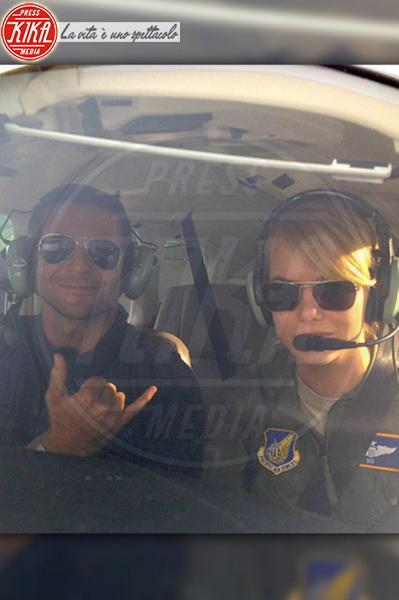 Emma Stone, Bradley Cooper - Los Angeles - 18-11-2013 - Dillo con un tweet: Sole e Aurora sono l'orgoglio di Michelle