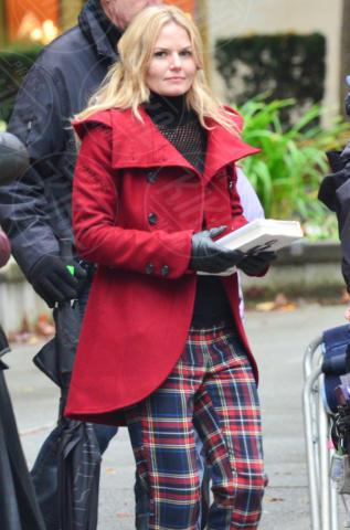Jennifer Morrison - Vancouver - 18-11-2013 - Anche in autunno, lo stile scozzese non passa mai di moda