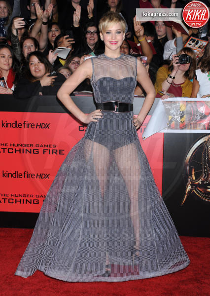 Jennifer Lawrence - Los Angeles - 17-11-2013 - Avvolte in una nuvola di tulle e sotto… la lingerie!