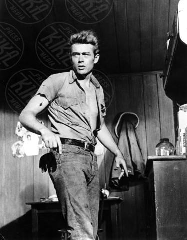 James Dean - Marfa - 24-11-1956 - Abusi e molestie sessuali, il lato oscuro delle star