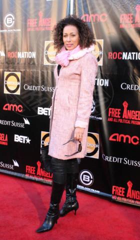 Tamara Tunie - New York - 03-04-2013 - L'inverno è più romantico con il cappotto rosa!