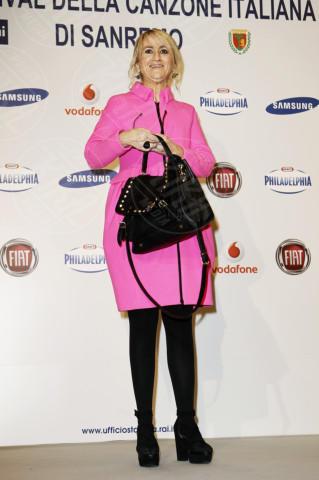 Luciana Littizzetto - Sanremo - 13-02-2013 - L'inverno è più romantico con il cappotto rosa!