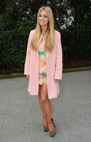 Rosanna Davison - Dublino - 12-04-2013 - L'inverno è più romantico con il cappotto rosa!