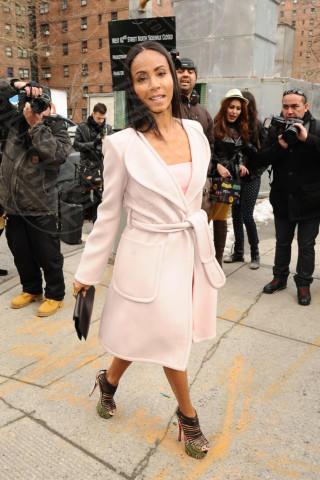 Jada Pinkett Smith - New York - 12-02-2013 - L'inverno è più romantico con il cappotto rosa!